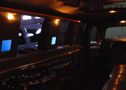 Ford-Excursion-Limo-I03