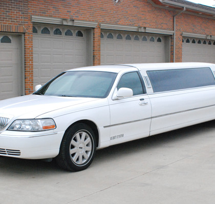 White-Lincoln-Limousine-E02
