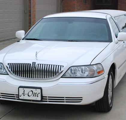 White-Lincoln-Limousine-E03