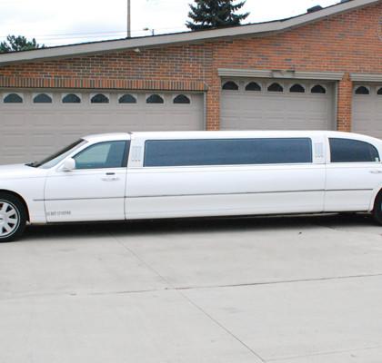 White-Lincoln-Limousine-E04